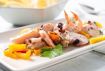 Frutti di Mare-Salat mit Haferflocken-Paprika-Taler Rezept