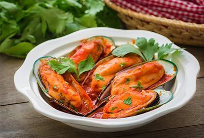 Grünschalmuscheln in Tomatensauce Rezept