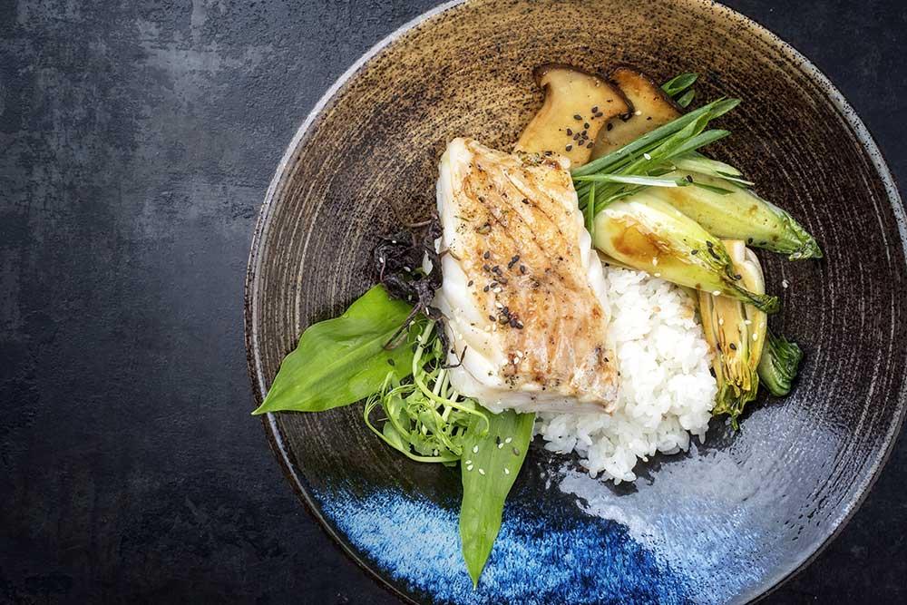 Steinbeisserfilet gedaempft mit Reis und Gemüse