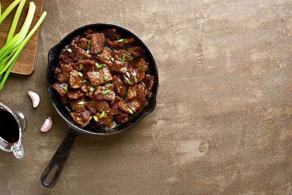Rindfleisch mit Lauchzwiebeln